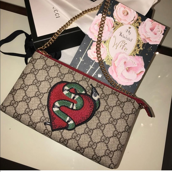 f76473f08c0f29 Gucci Handbags - GUCCI LIMITED EDITION GG Supreme snake heart bag
